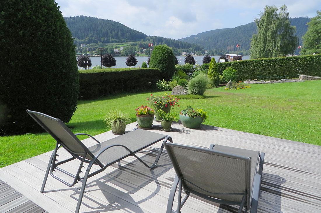 Le chalet de warren terrasse de la piscine avec vue sur for Chalet dans les vosges avec piscine